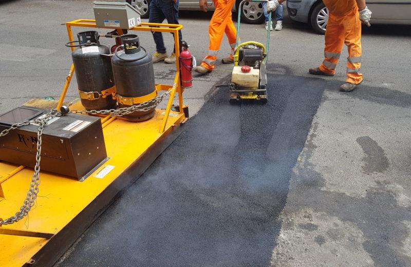 come riparare le buche stradali