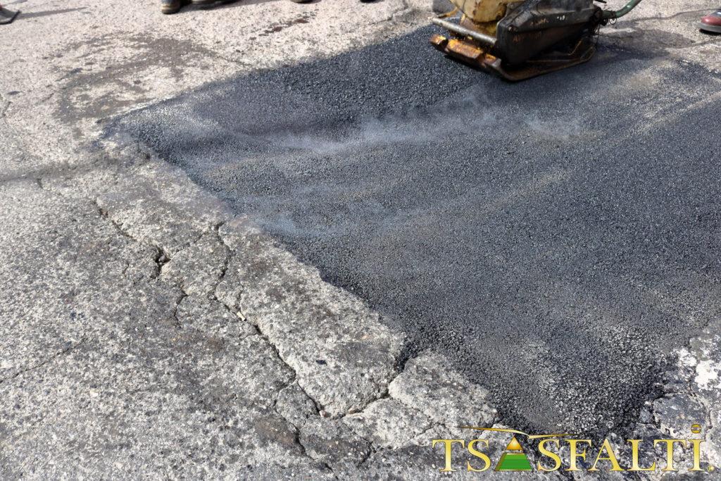 Come posare l'asfalto a freddo | Fai da Te Mania